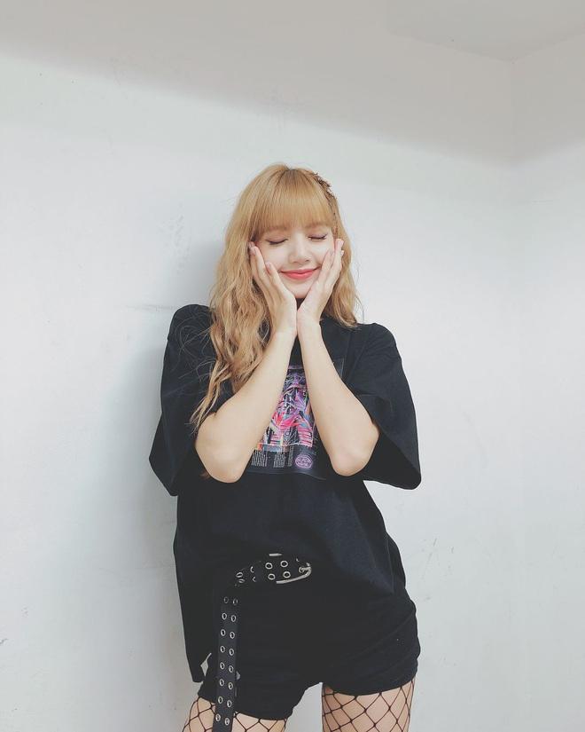 Thấy Lisa mặc đi mặc lại 1 chiếc quần trong suốt 3 năm, fan BLACKPINK phẫn nộ tố YG vô tâm, hời hợt - ảnh 5