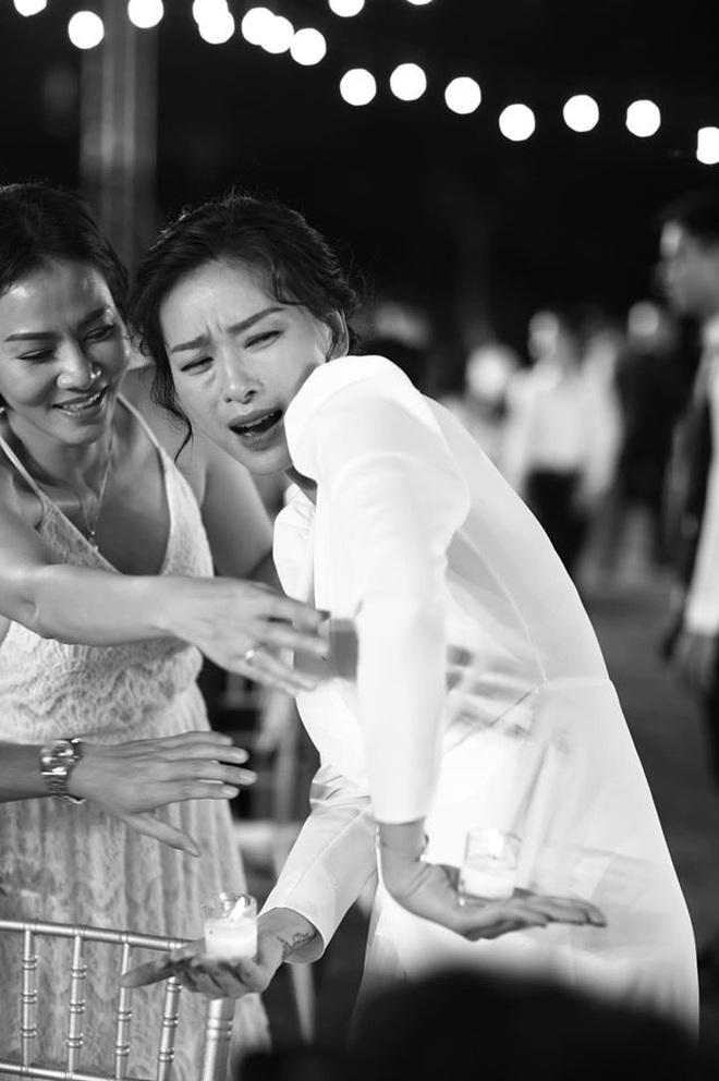 Đông Nhi tung loạt khoảnh khắc đầy cảm xúc trong hôn lễ: Noo - Isaac được đẩy thuyền, Hari Won bị dìm tơi tả - ảnh 11