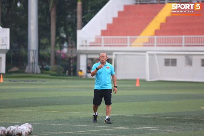 Trước ngày sang Philippines dự SEA Games, HLV Park Hang-seo lo Quang Hải khó thích nghi với mặt cỏ nhân tạo - ảnh 4