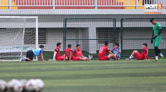 U22 Việt Nam rèn bài cực khó trước ngày lên đường chinh phục HCV SEA Games 30 - ảnh 4