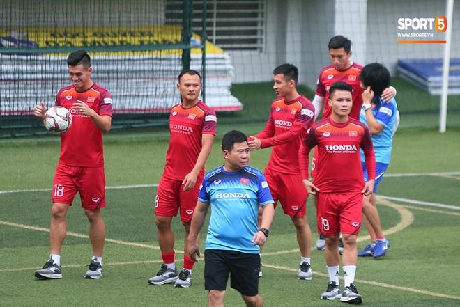 U22 Việt Nam rèn bài cực khó trước ngày lên đường chinh phục HCV SEA Games 30 - ảnh 5