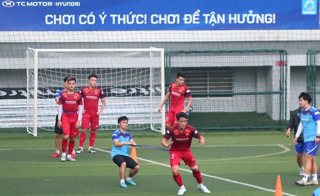 U22 Việt Nam rèn bài cực khó trước ngày lên đường chinh phục HCV SEA Games 30 - ảnh 11