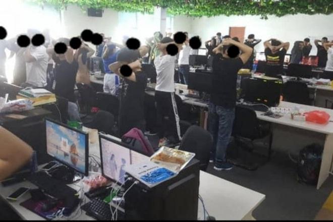 Malaysia triệt phá tổ chức lừa đảo trực tuyến lớn nhất, bắt giữ 680 người Trung Quốc - ảnh 1