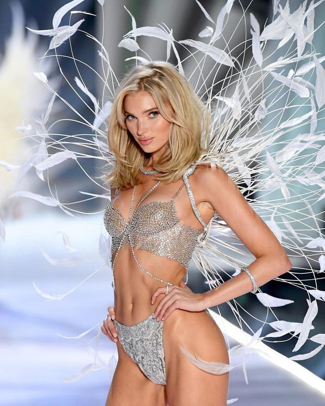 Lịch sử Fantasy Bra tiền tỷ của Victoria's Secret: Ngày càng đẹp nhưng lại ngày một rẻ, phần nào báo trước tương lai lụi tàn của VSFS - ảnh 1