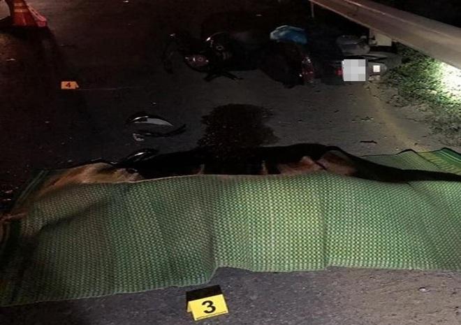 Người đàn ông chạy xe máy chết thảm dưới bánh container - Ảnh 1.