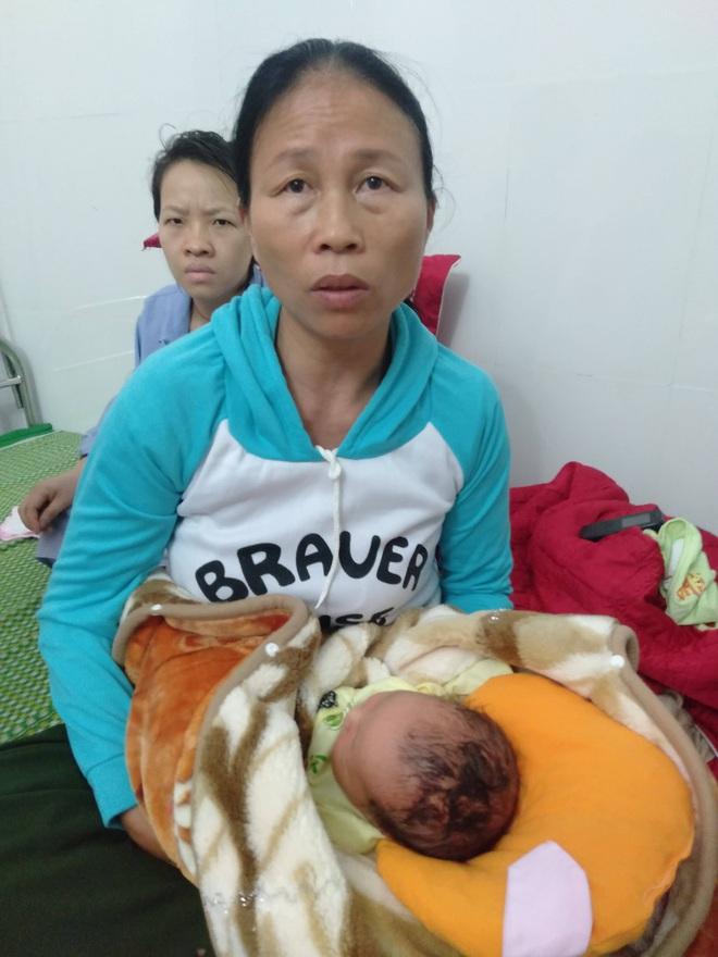 Nghệ An: Bé trai sinh mổ bị dao cắt rách đầu, khâu 6 mũi - Ảnh 1.
