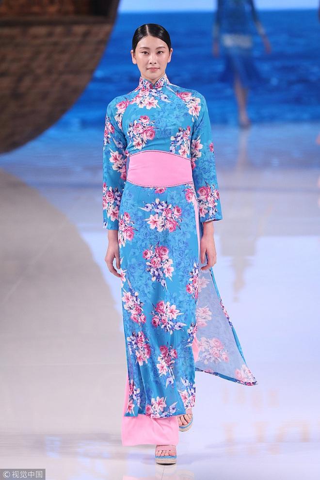 Giữa lùm xùm mẫu áo dài bị copy, NTK Thủy Nguyễn khẳng định: Sản phẩm kia giống thiết kế gốc của tôi đến hơn 90% - ảnh 6