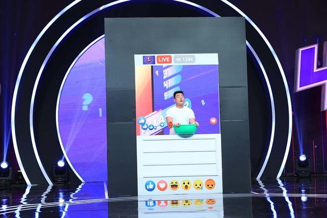 Lê Dương Bảo Lâm trổ tài bán kem trộn trên truyền hình, đòi block hết dàn sao Việt - ảnh 1