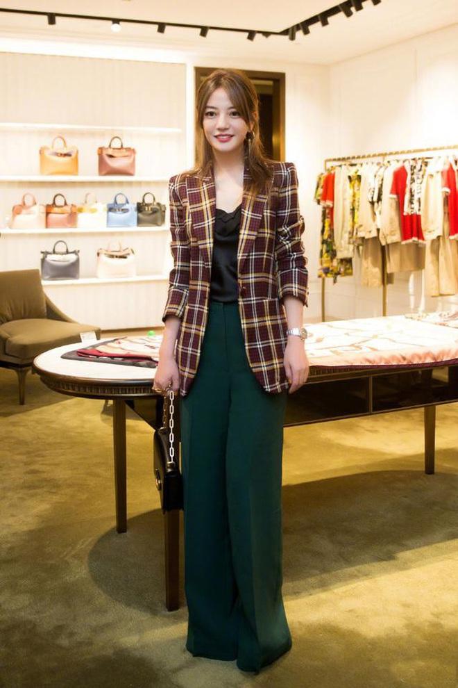 Nữ hoàng thảm đỏ Cbiz 2019: Phạm Gia sa sút phong độ, Triệu Vy ngày một đẳng cấp, Angela Baby và Quan Hiểu Đồng đua đồ Haute Couture - ảnh 9