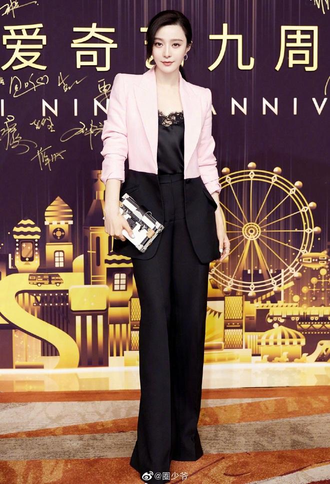 Nữ hoàng thảm đỏ Cbiz 2019: Phạm Gia sa sút phong độ, Triệu Vy ngày một đẳng cấp, Angela Baby và Quan Hiểu Đồng đua đồ Haute Couture - ảnh 2