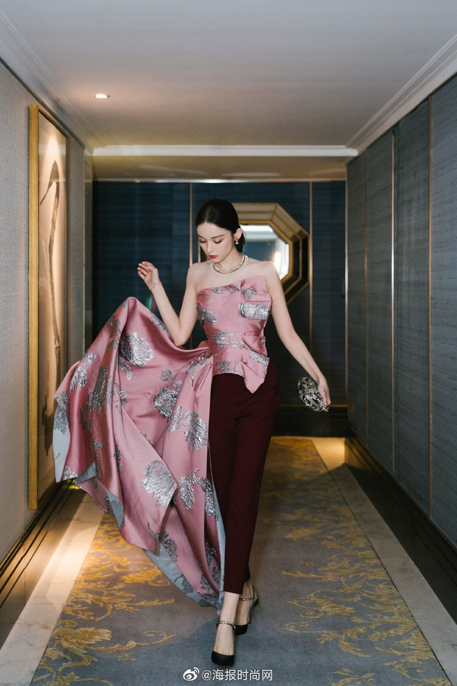 Nữ hoàng thảm đỏ Cbiz 2019: Phạm Gia sa sút phong độ, Triệu Vy ngày một đẳng cấp, Angela Baby và Quan Hiểu Đồng đua đồ Haute Couture - ảnh 35