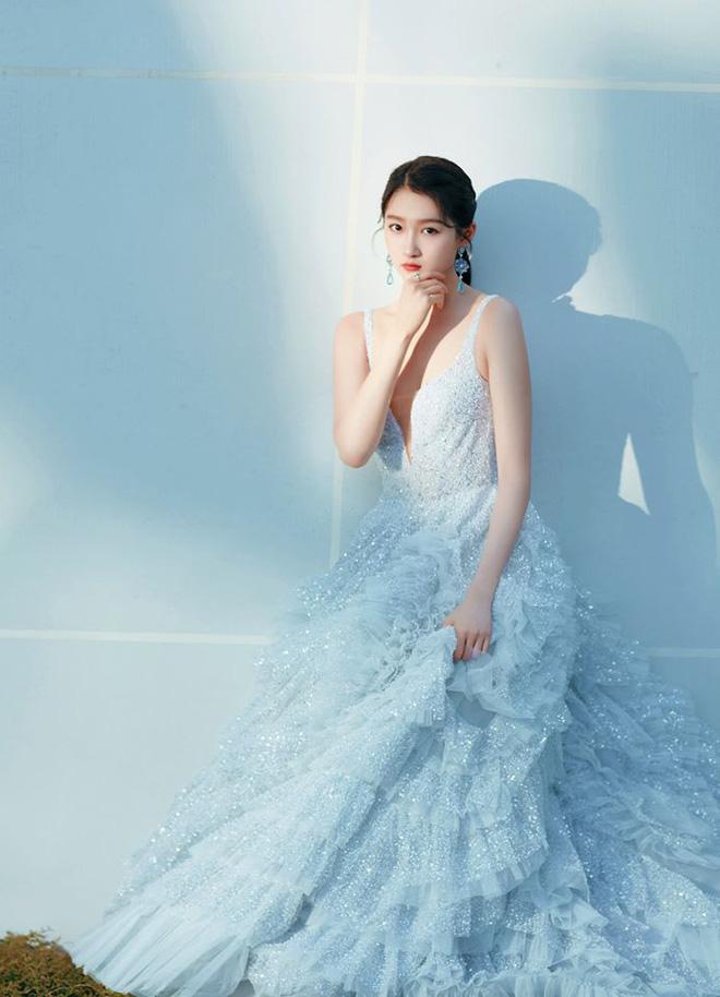 Nữ hoàng thảm đỏ Cbiz 2019: Phạm Gia sa sút phong độ, Triệu Vy ngày một đẳng cấp, Angela Baby và Quan Hiểu Đồng đua đồ Haute Couture - ảnh 40