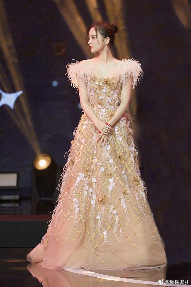 Nữ hoàng thảm đỏ Cbiz 2019: Phạm Gia sa sút phong độ, Triệu Vy ngày một đẳng cấp, Angela Baby và Quan Hiểu Đồng đua đồ Haute Couture - ảnh 34