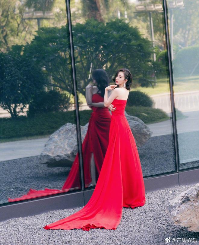 Nữ hoàng thảm đỏ Cbiz 2019: Phạm Gia sa sút phong độ, Triệu Vy ngày một đẳng cấp, Angela Baby và Quan Hiểu Đồng đua đồ Haute Couture - ảnh 27