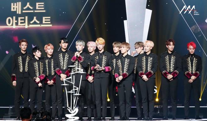 Đau đầu lựa chọn sân khấu đỉnh nhất sau 3 mùa AAA: BLACKPINK mới debut đã bùng nổ ấn tượng, EXO và BTS ai nổi bật hơn ai? - Ảnh 10.