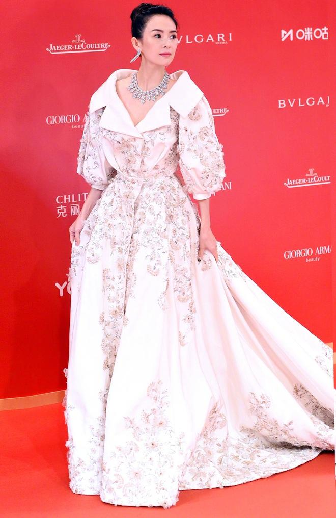 Nữ hoàng thảm đỏ Cbiz 2019: Phạm Gia sa sút phong độ, Triệu Vy ngày một đẳng cấp, Angela Baby và Quan Hiểu Đồng đua đồ Haute Couture - ảnh 15