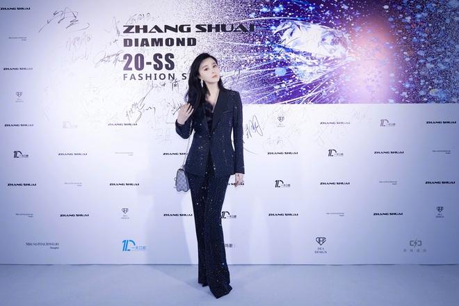 Nữ hoàng thảm đỏ Cbiz 2019: Phạm Gia sa sút phong độ, Triệu Vy ngày một đẳng cấp, Angela Baby và Quan Hiểu Đồng đua đồ Haute Couture - ảnh 6