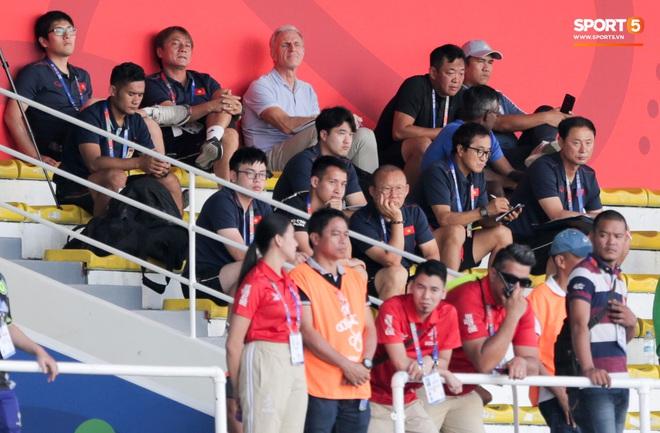 Tin chắc sẽ vượt qua vòng bảng, HLV Park Hang-seo cử trợ lý U22 Việt Nam thăm dò đối thủ ở bán kết SEA Games 2019 - Ảnh 4.