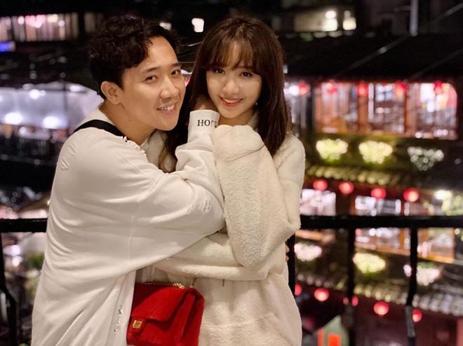Tình bể tình như Trấn Thành và Hari Won: Đi Đài Loan cùng hội bạn thân vẫn không quên chụp hình lãng mạn như quay MV - Ảnh 3.