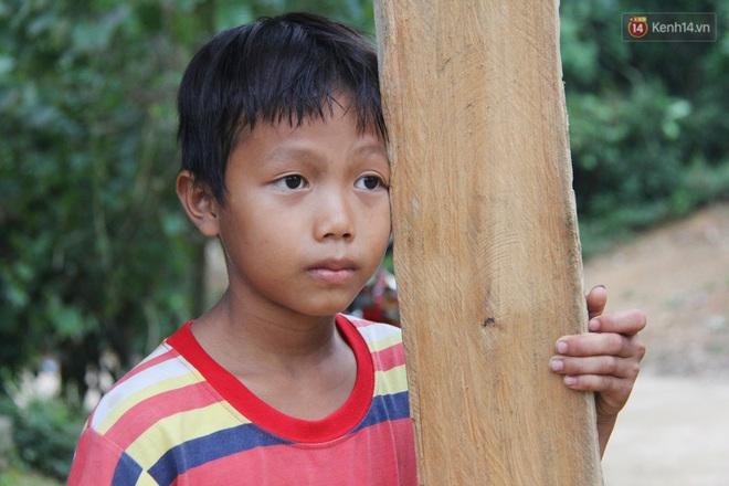 Chuyện của Đốc: Cậu bé 9 tuổi không cha mẹ từng phải cõng em gái đi xin ăn, ông bệnh nằm một chỗ còn bà nghiện rượu nặng - ảnh 9
