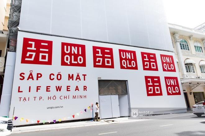 HOT: Cửa hàng Uniqlo Việt Nam đầu tiên chính thức tháo bỏ phông bạt, hé lộ quy mô 3 tầng hoành tráng nổi bần bật 2