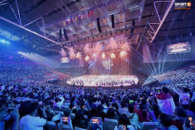 SEA Games 30 chính thức khởi tranh sau buổi lễ khai mạc hoành tráng, đoàn Việt Nam sẵn sàng mang vinh quang về cho dân tộc - Ảnh 2.