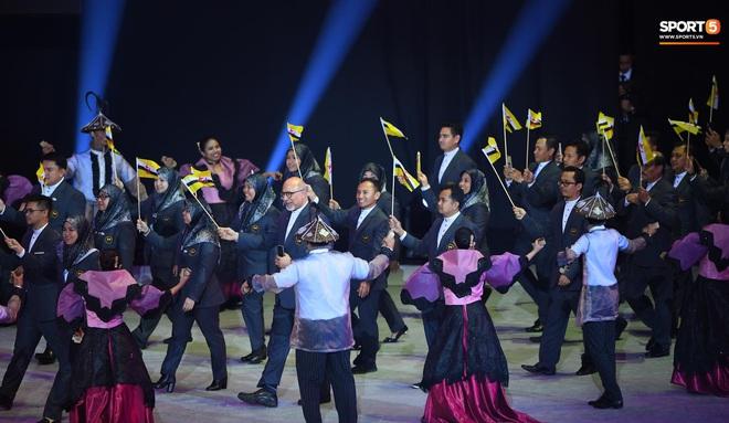 SEA Games 30 chính thức khởi tranh sau buổi lễ khai mạc hoành tráng, đoàn Việt Nam sẵn sàng mang vinh quang về cho dân tộc - Ảnh 13.