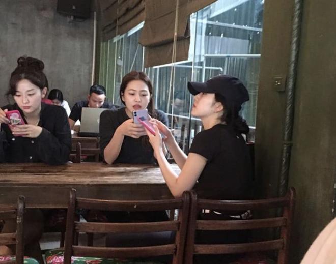 Street style sao Hàn khi sang Việt Nam: Nhìn là thấy cả một bầu trời giản dị 4