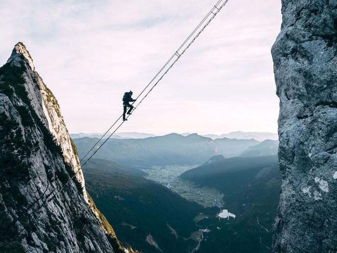 Đoạn clip chinh phục nấc thang lên thiên đường ở Áo khiến dân tình rụng rời chân tay, thu về cả chục triệu view chỉ sau vài ngày - Ảnh 7.