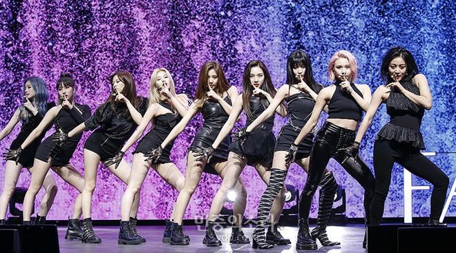 Mang tiếng là nằm trong BIG3 nhưng YG đã bị cả Big Hit lẫn Pledis vượt mặt về mảng doanh số album trong năm 2019 - Ảnh 3.
