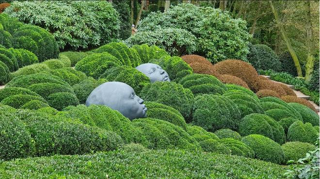 Chớ dại mà đến khu vườn kỳ dị này ở Pháp vào buổi đêm kẻo bị dọa cho hồn bay phách lạc - Ảnh 2.