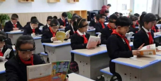 Học sinh Trung Quốc phải đeo vòng kim cô quét sóng não trên lớp, dư luận nổ ra tranh cãi dữ dội - Ảnh 2.