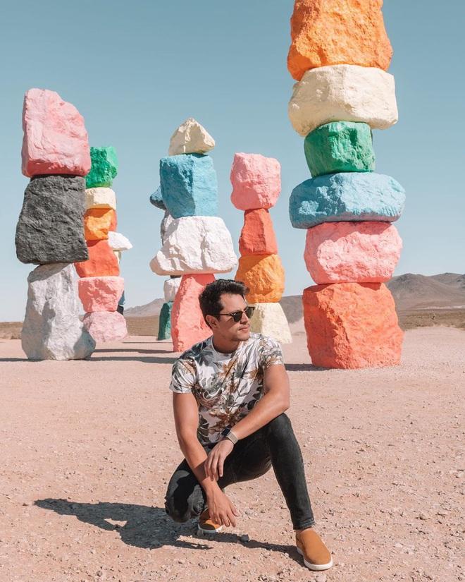 Độc nhất thế giới công viên đá 7 màu xếp chồng lên nhau đầy ngoạn mục, dân mạng đua nhau tới check-in trước khi đóng cửa - Ảnh 5.