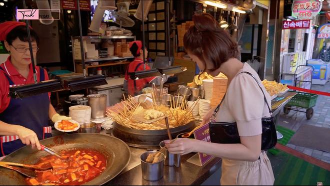 Ngọc Trinh và những trải nghiệm nhớ đời ở Busan: hết hồn khi sờ vào cá dương vật, thử bạch tuộc sống thì bị bám cả vào miệng - Ảnh 6.