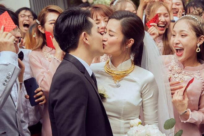 Đột nhập địa điểm diễn ra lễ cưới của Đông Nhi - Ông Cao Thắng: Hoa phủ kín, ánh sáng lên tạo không gian cổ tích giữa biển - ảnh 5