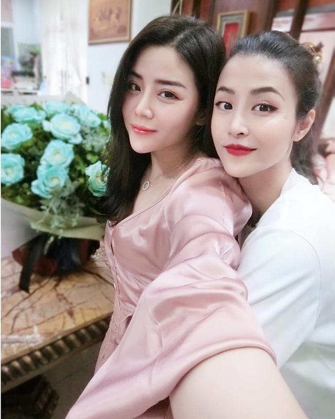 Là em gái Ông Cao Thắng nhưng Thoại Liên cứ được nhận xét là giống Đông Nhi: Cặp chị dâu em chồng hot nhất năm đây rồi! - ảnh 1