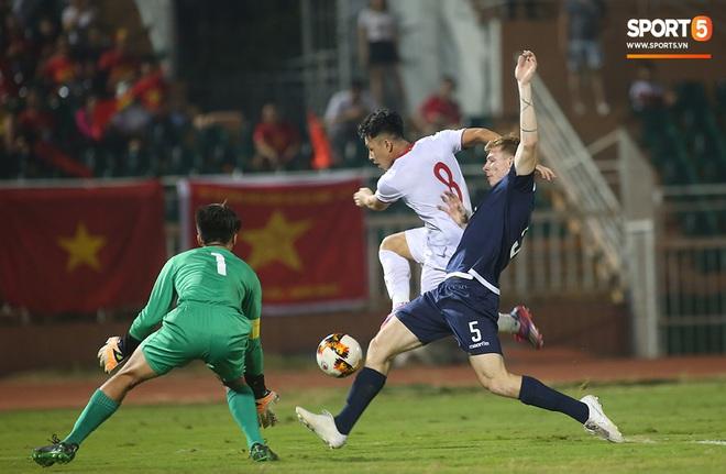 U19 Việt Nam thắng dễ U19 Guam 4-1, phù thủy trắng vẫn nổi điên trong ca-bin đội nhà - ảnh 3