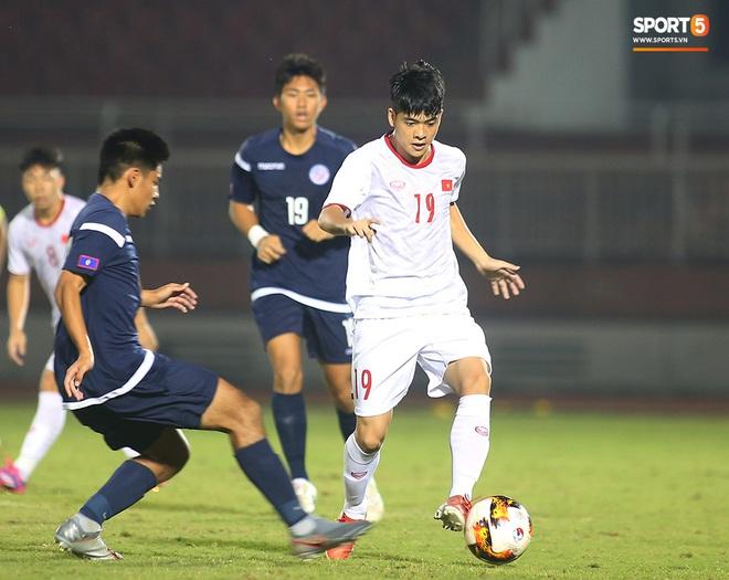 Sao trẻ U19 Việt Nam Nguyễn Kim Nhật bật khóc nức nở khi đồng đội giơ cao chiếc áo số 9 dưới sân - ảnh 3