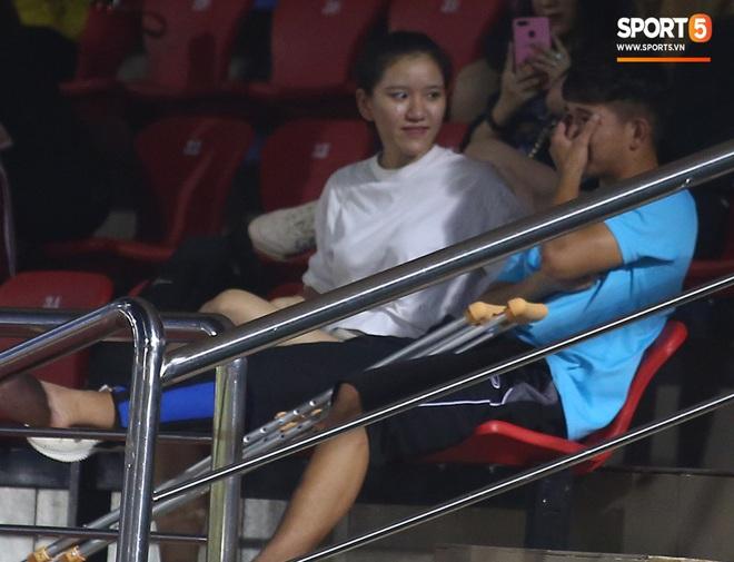 Sao trẻ U19 Việt Nam Nguyễn Kim Nhật bật khóc nức nở khi đồng đội giơ cao chiếc áo số 9 dưới sân - ảnh 12