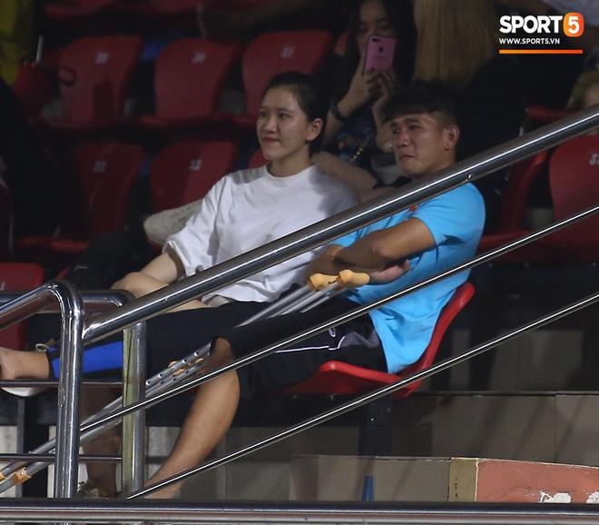 Sao trẻ U19 Việt Nam Nguyễn Kim Nhật bật khóc nức nở khi đồng đội giơ cao chiếc áo số 9 dưới sân - ảnh 11