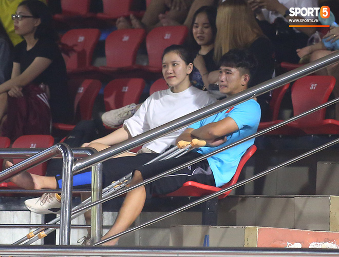 Sao trẻ U19 Việt Nam Nguyễn Kim Nhật bật khóc nức nở khi đồng đội giơ cao chiếc áo số 9 dưới sân - ảnh 10