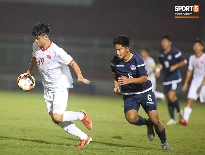 Sao trẻ U19 Việt Nam Nguyễn Kim Nhật bật khóc nức nở khi đồng đội giơ cao chiếc áo số 9 dưới sân - ảnh 4