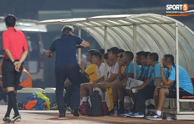 U19 Việt Nam thắng dễ U19 Guam 4-1, phù thủy trắng vẫn nổi điên trong ca-bin đội nhà - ảnh 7