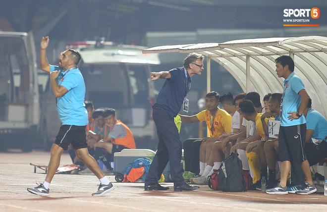 U19 Việt Nam thắng dễ U19 Guam 4-1, phù thủy trắng vẫn nổi điên trong ca-bin đội nhà - ảnh 9