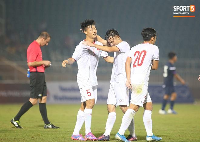 U19 Việt Nam thắng dễ U19 Guam 4-1, phù thủy trắng vẫn nổi điên trong ca-bin đội nhà - ảnh 5