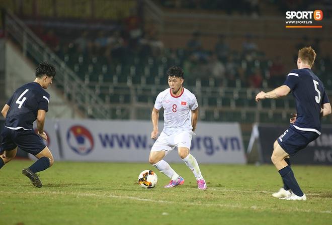 U19 Việt Nam thắng dễ U19 Guam 4-1, phù thủy trắng vẫn nổi điên trong ca-bin đội nhà - ảnh 11
