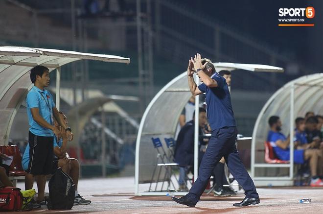 U19 Việt Nam thắng dễ U19 Guam 4-1, phù thủy trắng vẫn nổi điên trong ca-bin đội nhà - ảnh 18