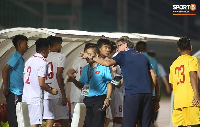U19 Việt Nam thắng dễ U19 Guam 4-1, phù thủy trắng vẫn nổi điên trong ca-bin đội nhà - ảnh 23