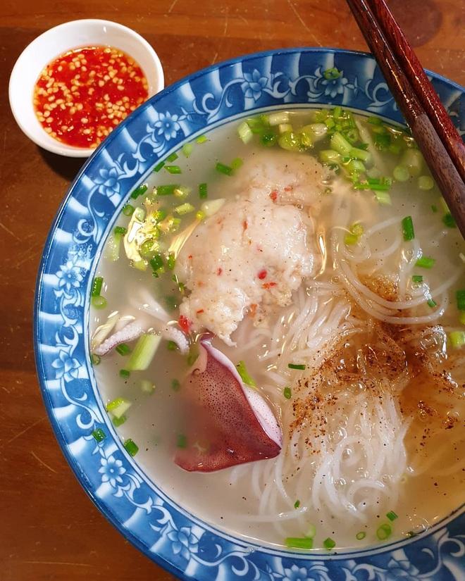 Đến dự đám cưới Đông Nhi - Ông Cao Thắng nhưng nếu ăn nhà hàng chưa đã thì quan viên hai họ có thể tham khảo ngay foodtour này - Ảnh 2.