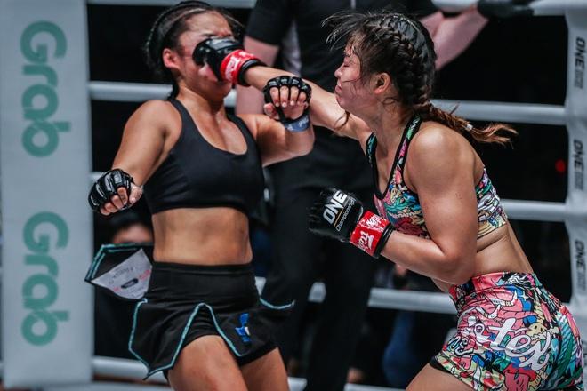 Phải gặp nhà vô địch tuyệt đối người Thái, nữ võ sĩ gốc Việt thi đấu vô cùng quả cảm, khiến BLV cũng phải tỏ ra ngỡ ngàng - ảnh 7